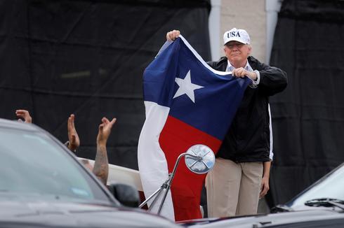 Trump surveys Harvey damage