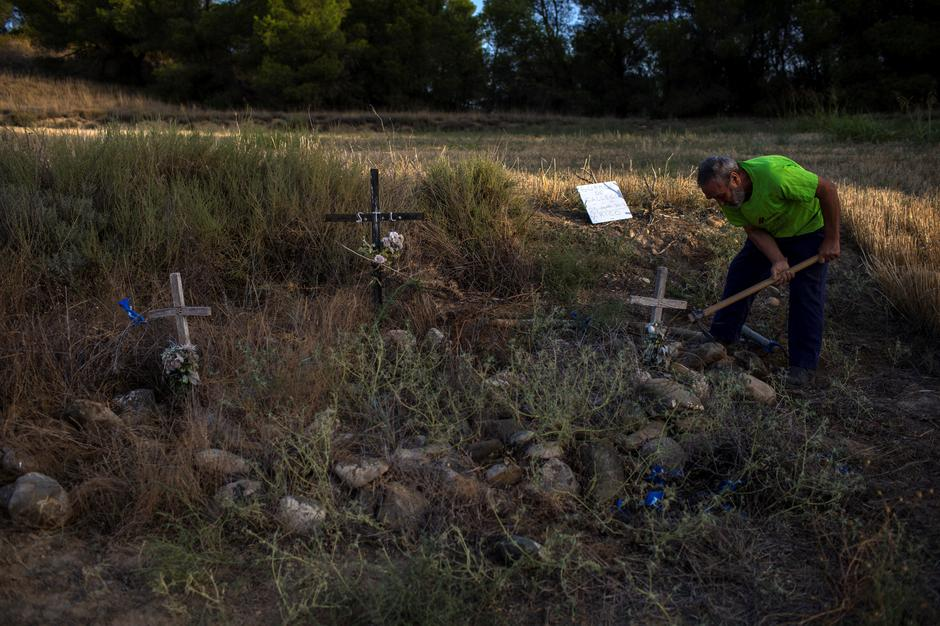 Spanish Archaeologists Dig Up More Civil War Dead From Mass Graves