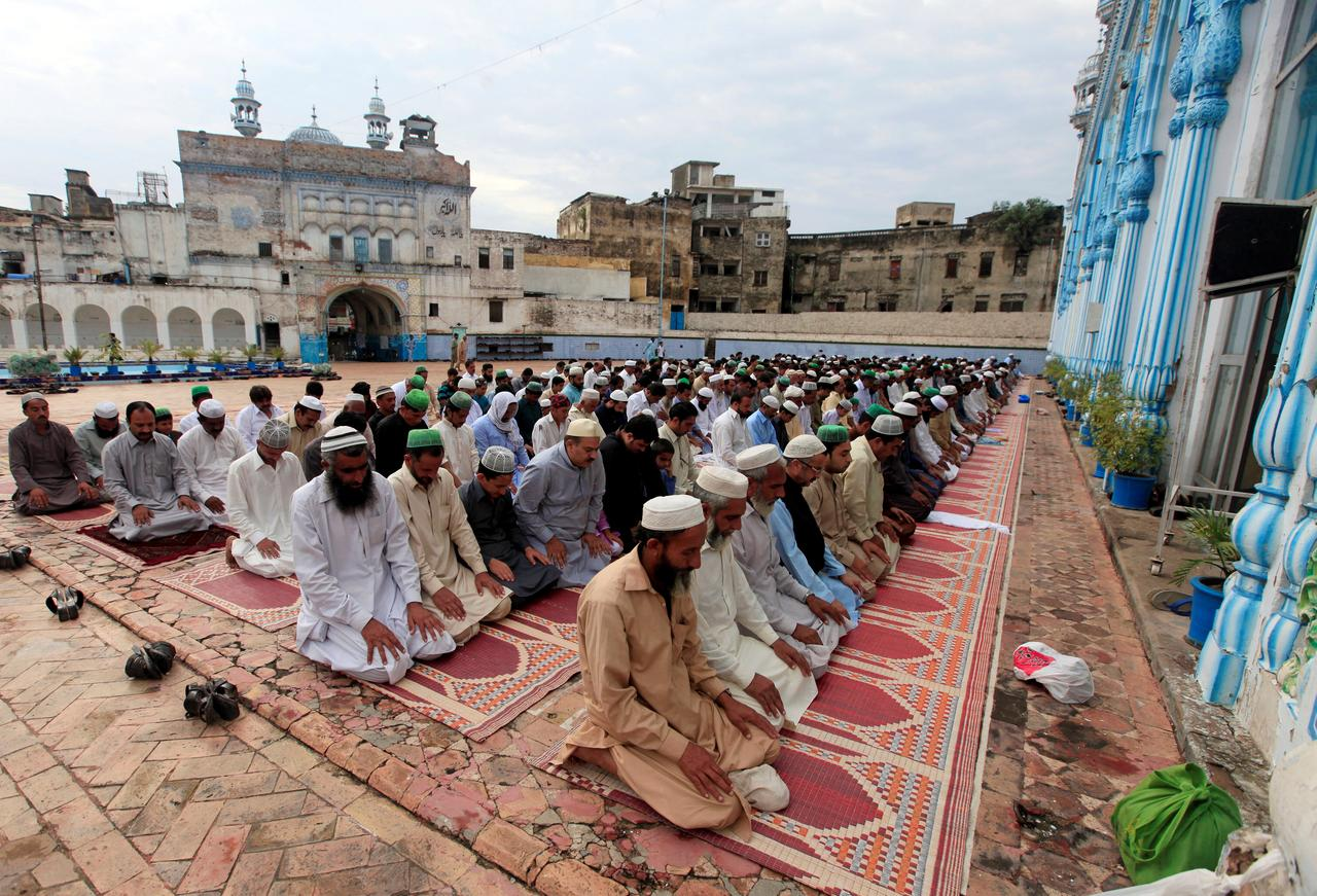 With prayer, sacrifices, Pakistani Muslims celebrate Eid al-Adha ...