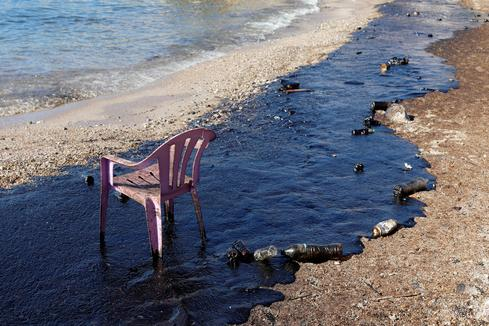 Oil spill off Greek island
