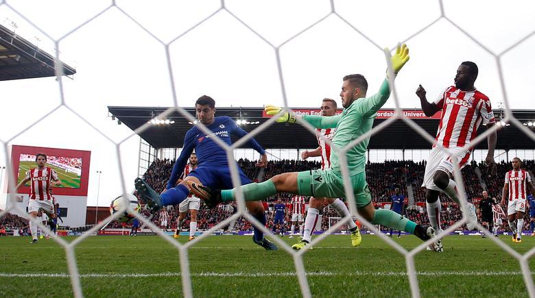 Morata scores hat-trick as Chelsea thump Stoke 4-0 | Reuters com