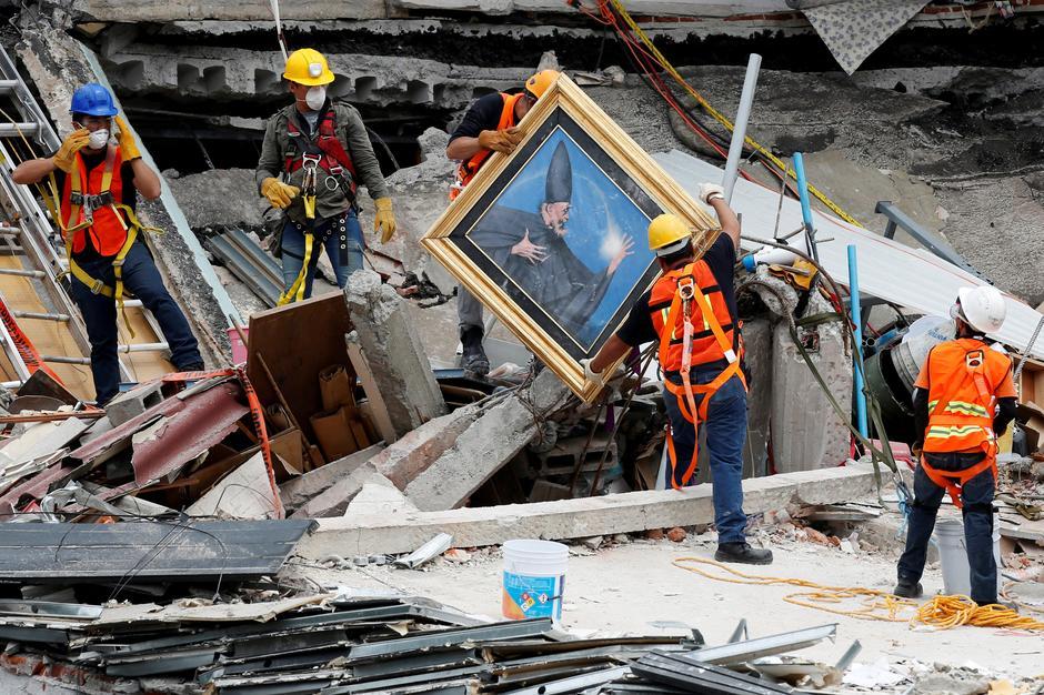 deadly aftershock volcanic ash spread alarm in mexico reuters