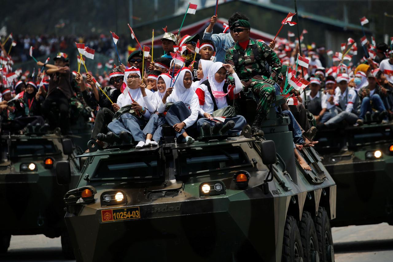 Tổng thống Indonesia đi bộ hơn 2 km vì kẹt xe - Ảnh 2.