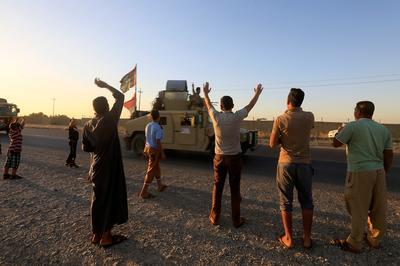 Iraqi forces advance on Kurdish-held area