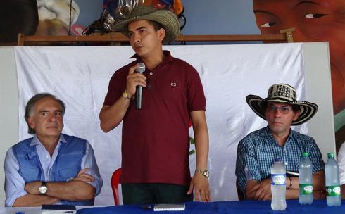 Colombia ex-rebels begin building 'commune' cities in rural areas