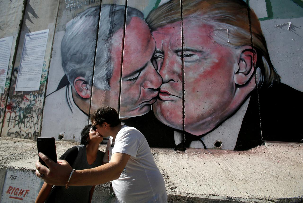Trump And Netanyahu Share A Kiss On West Bank Wall Mural Reuters
