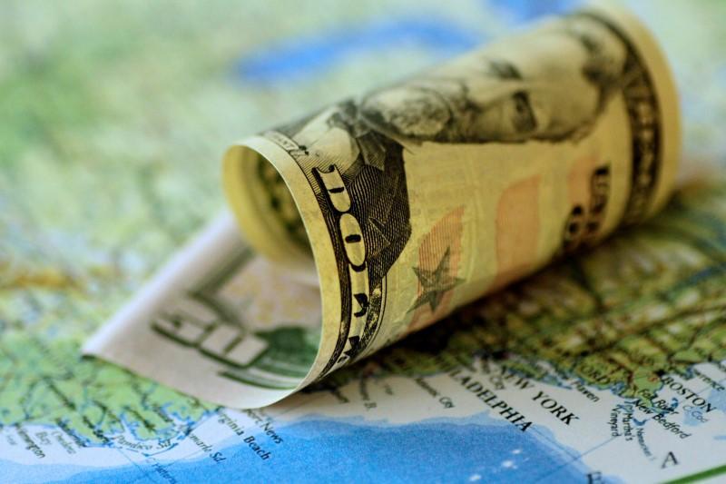 Dollar falls after U S  Republicans release tax reform