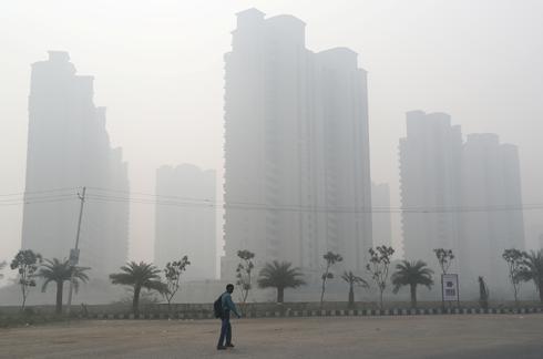Smog engulfs New Delhi