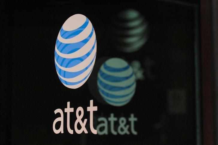 AT&T reports some U S  customers unable to make wireless