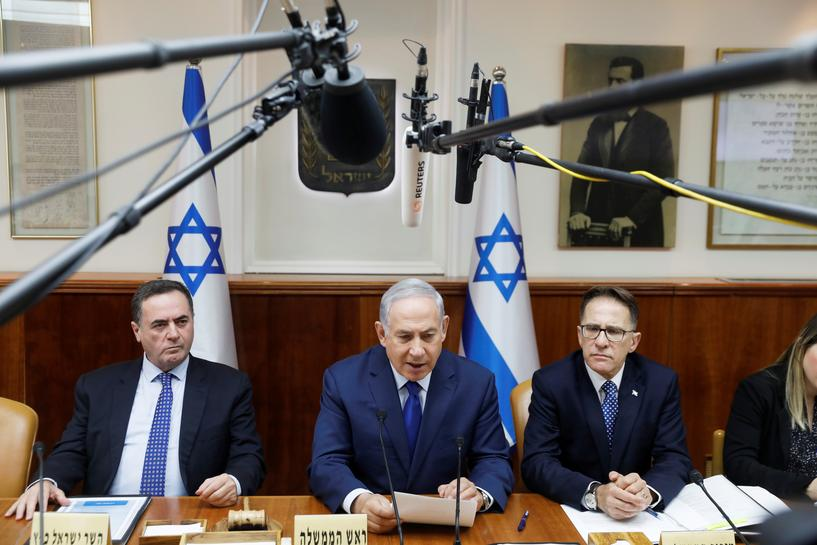 Israeli police resume interview of Netanyahu in corruption probe