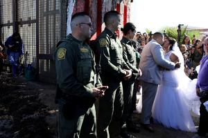 Couple tie knot across U.S.-Mexico border