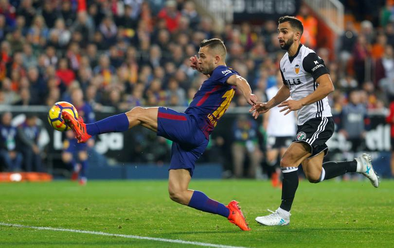 Barca draw at title rivals Valencia after goal-line ...