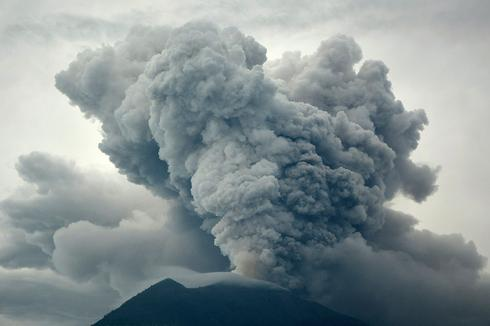 Bali volcano alert raised to highest level