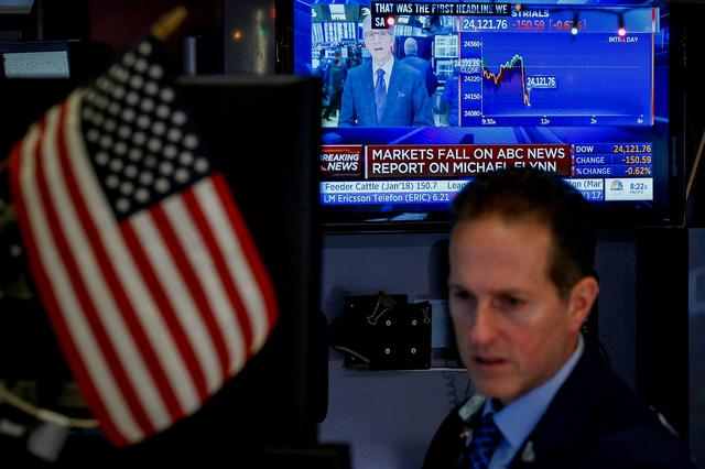 Whipsawed by Washington, Wall Street ends modestly lower