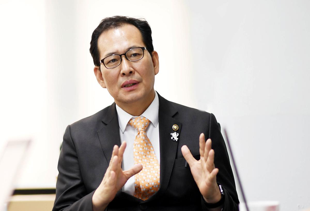 South Korea vice finance minister sees Chinese tourists return as ties