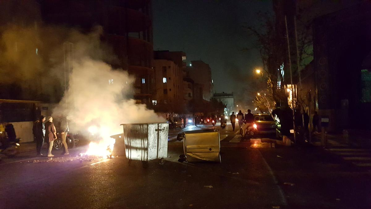 08e8cd4d85 Protests hit Tehran