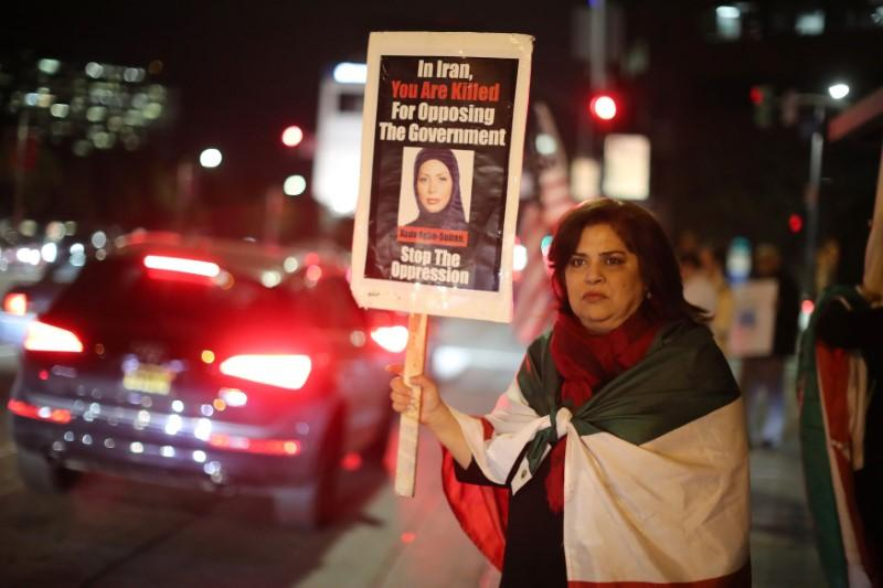 Los Angeles large Iranian community cheers anti-regime