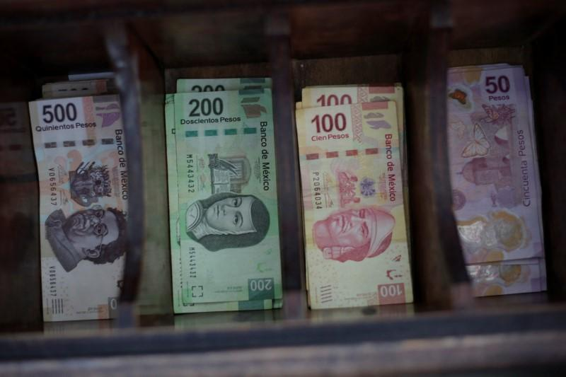 Mexican Peso Banknotes Are Pictured At A Currency Exchange In Ciudad Juarez Mexico November 10 2017 Reuters Jose Luis Gonzalez