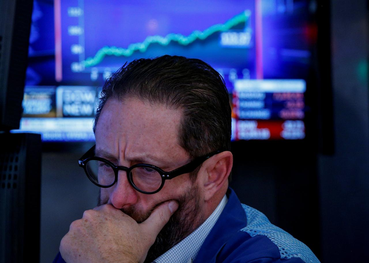 Wall Street traders brace for meager paychecks as bonus