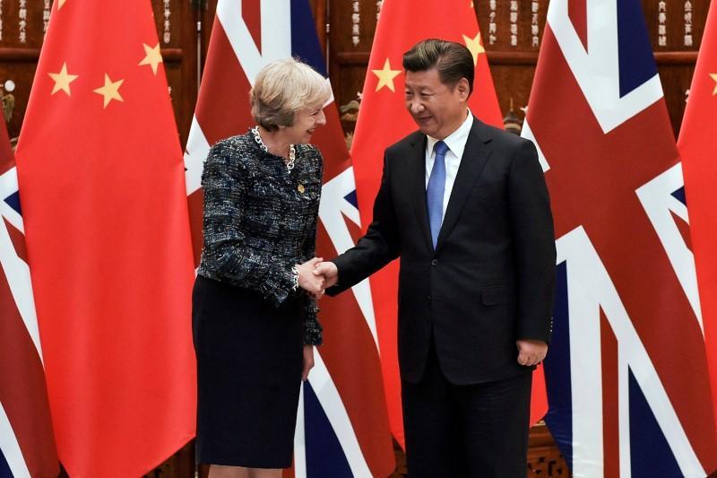 Η πρωθυπουργός λέει ότι θέλει συμφωνία ελεύθερου εμπορίου με την Κίνα
