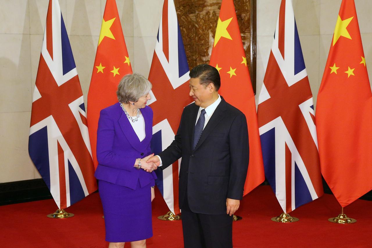"""May firma acordos de U$13 bi do Reino Unido com a China; Xi promete expandir """"era de ouro"""""""