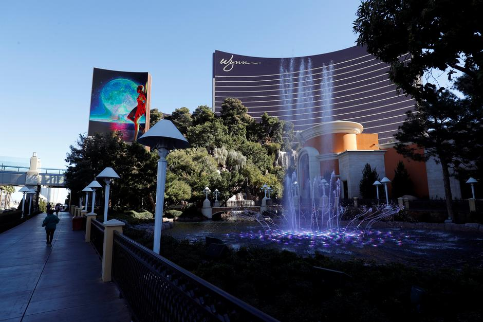 Casino magnate Steve Wynn quits as CEO after sexual
