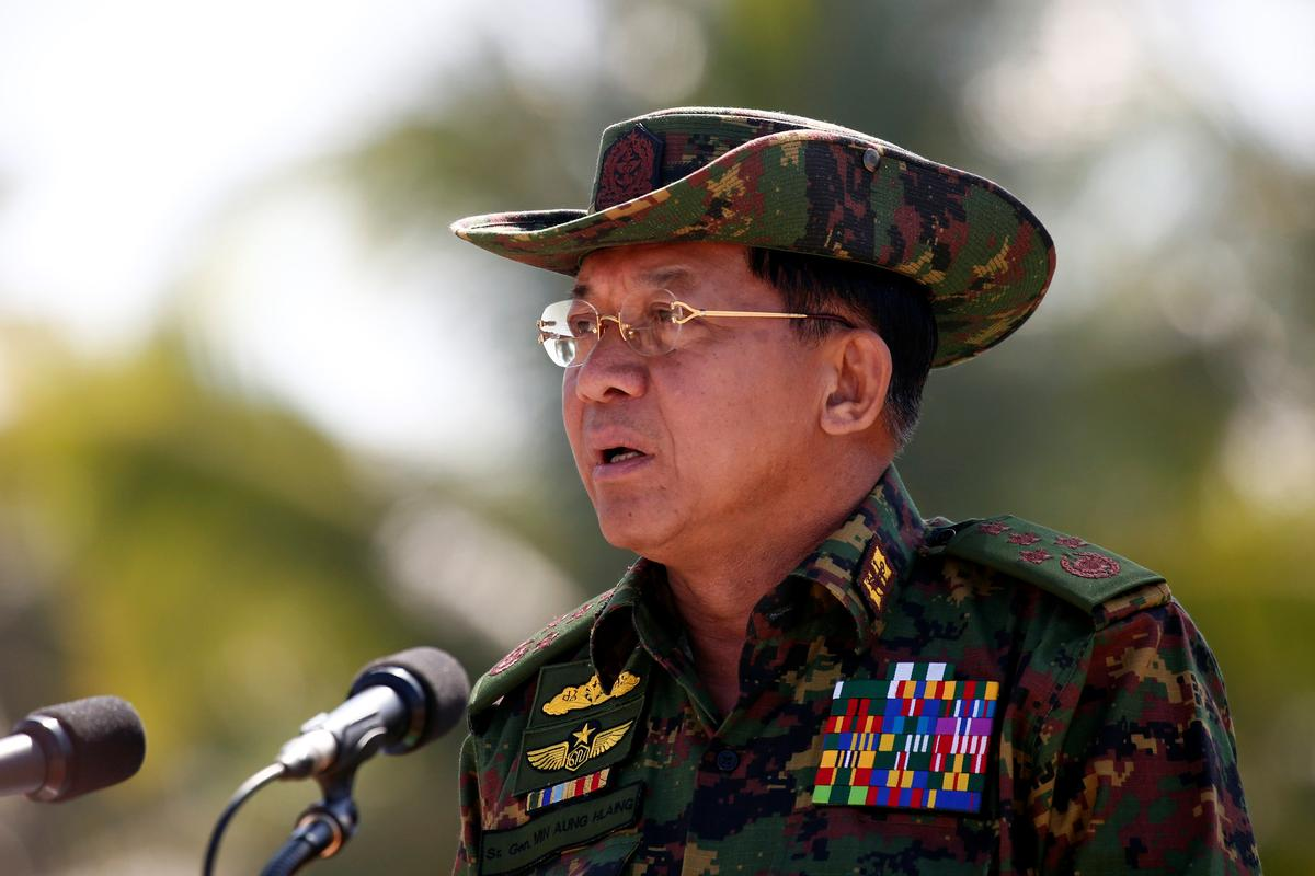Thailand decorates Myanmar's army chief amid Rohingya crisis