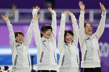 五輪=女子パシュート、日本が五輪新記録で初の金メダル