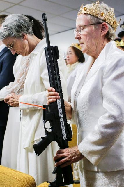 Couples lug AR-15 assault rifles to Pennsylvania church