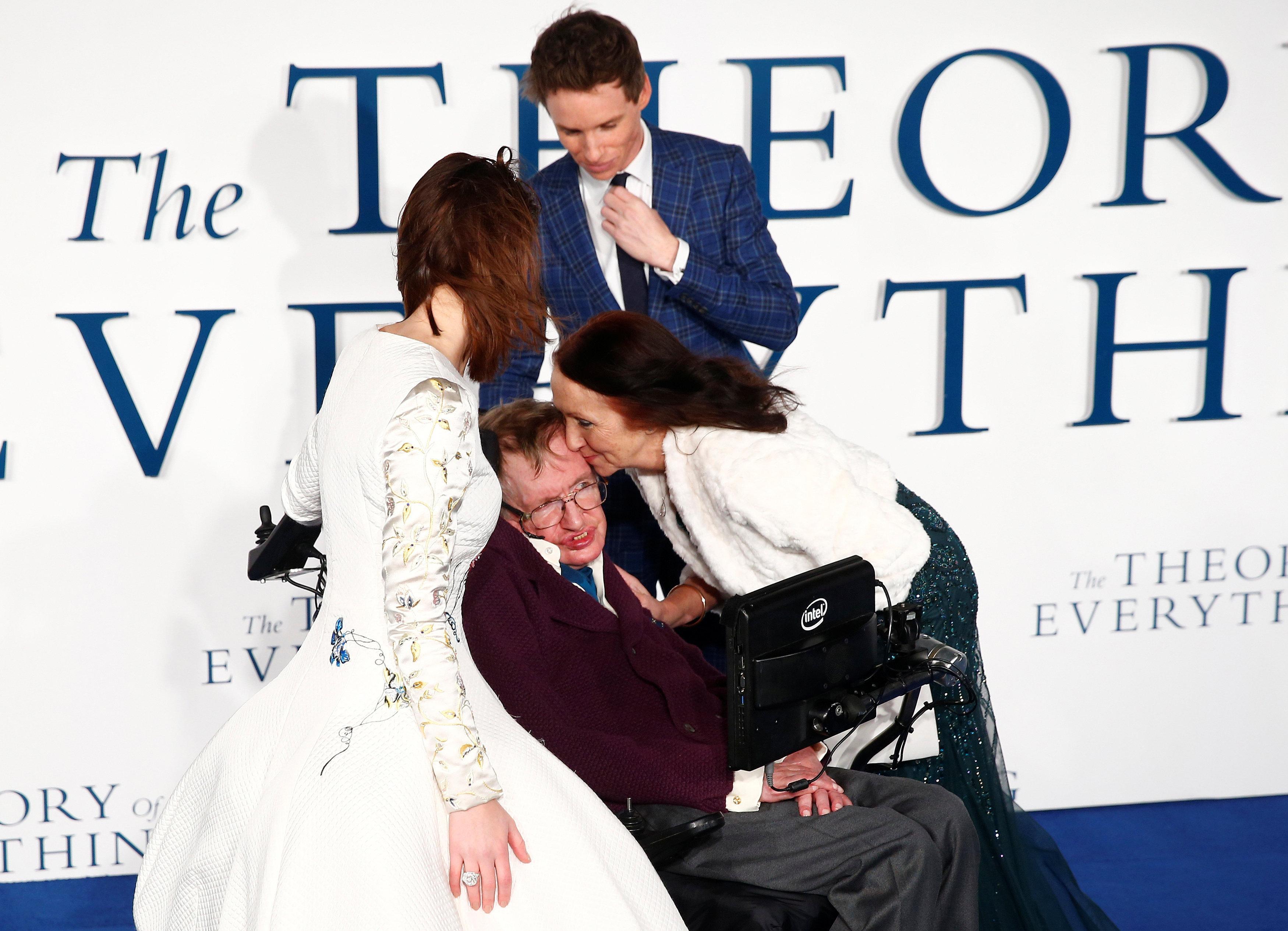 Αντιδράσεις στο θάνατο του φυσικού Stephen Hawking