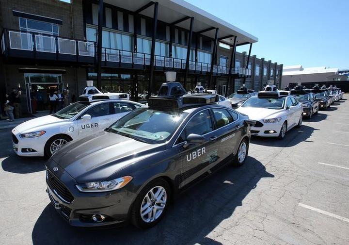 アングル:自動運転車初の死亡事故、責任の所在が争点に