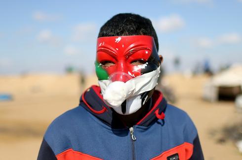 Homemade gas masks in Gaza