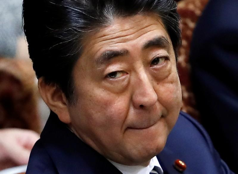 Japans Regierungschef Abe schlittert immer tiefer in die Krise