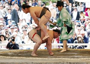 Festival brings fans to scandal-hit sumo wrestling