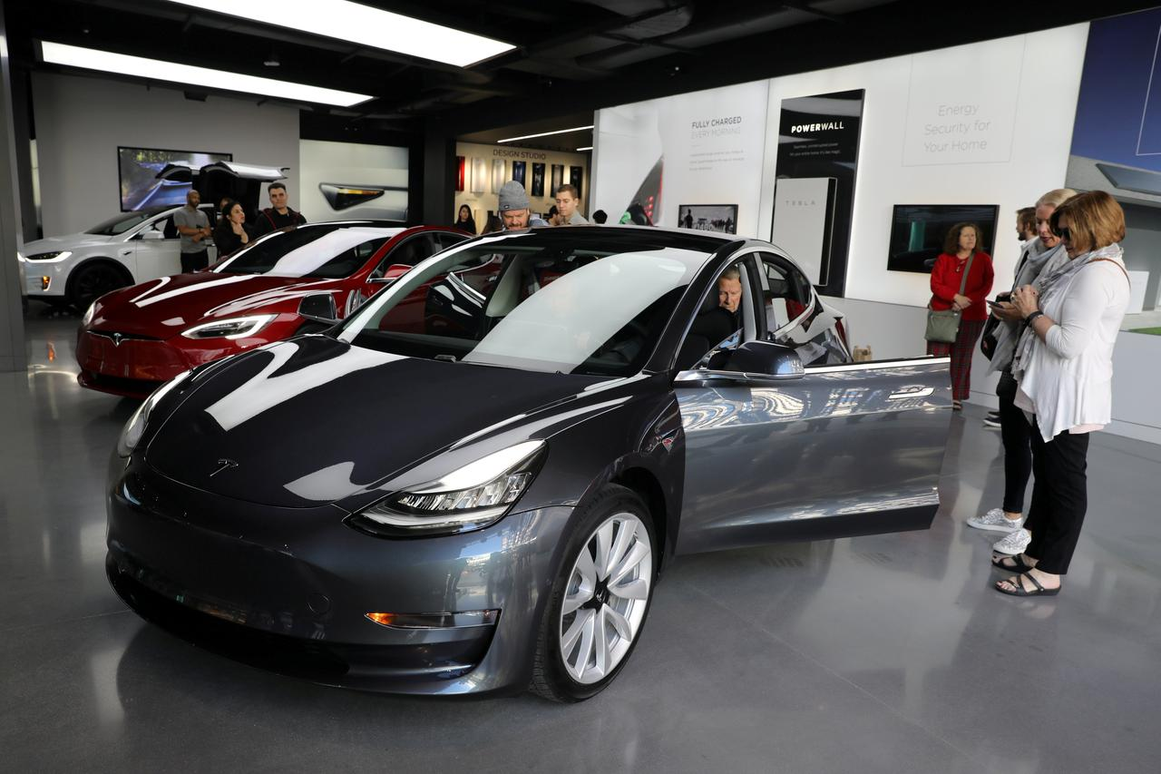 Tesla aiming to build 6,000 Model 3 cars per week by end