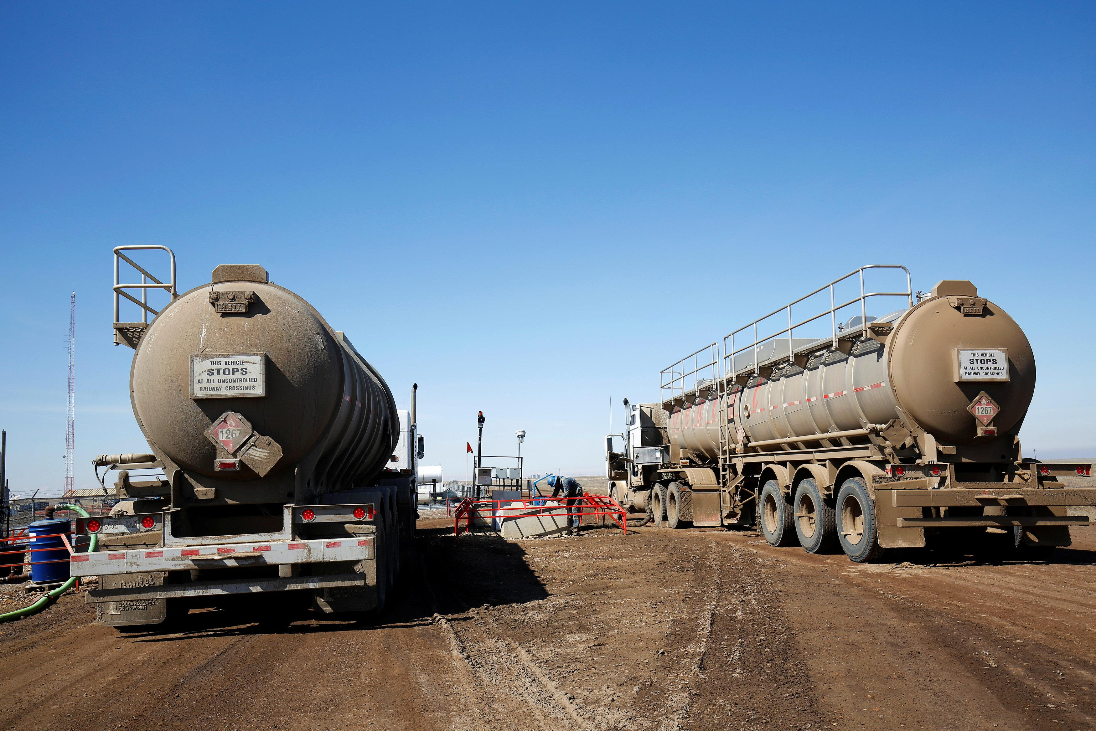 Facing shipping constraints, Canada moving oil one truckload
