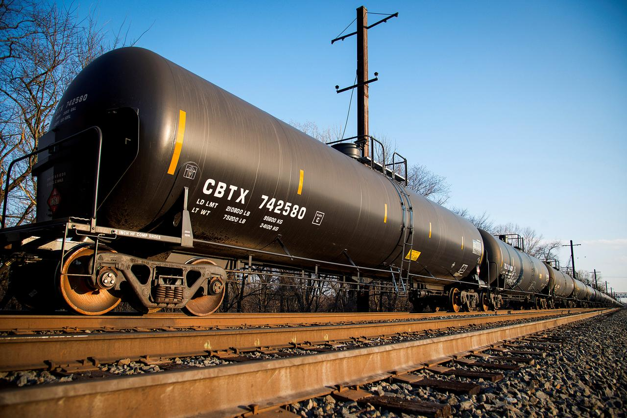 Skinny and sweet: U S  refiner earnings depend on the oil