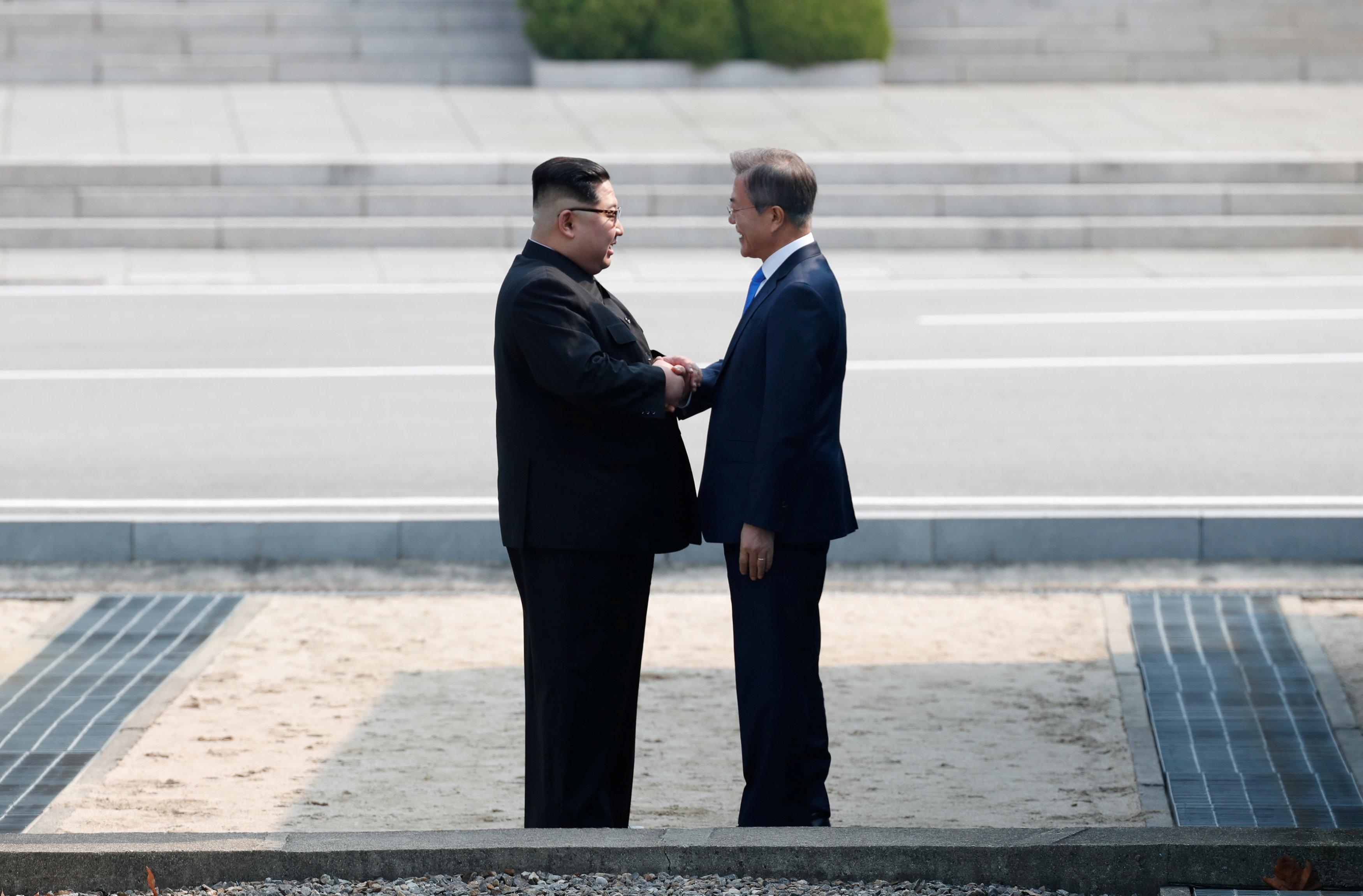 Smiles and long handshakes mark start of summit between leaders of rival Koreas