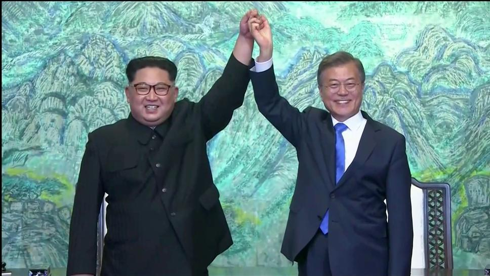 With Hug And Handshakes North Korea S Smiling Kim Lightens Summit Mood Reuters