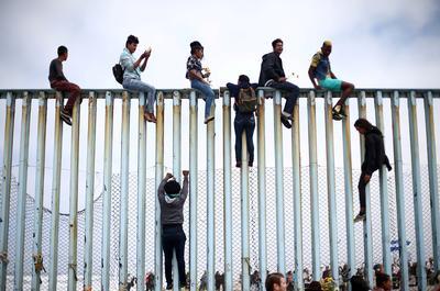 Migrant caravan reaches U.S. border