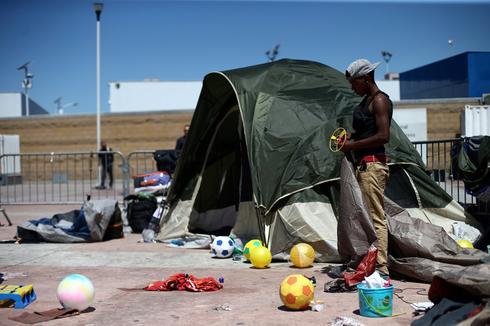 Caravan members seek U.S. asylum