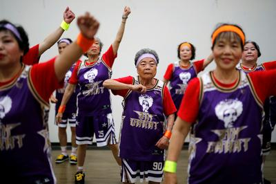 Taiwan's elderly dance to the hip hop beat