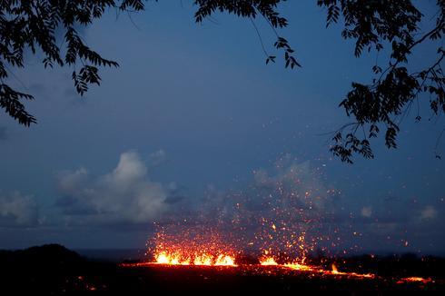 Huge fissures open on Hawaiian volcano