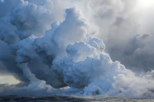 Hawaii lava flows into Pacific Ocean