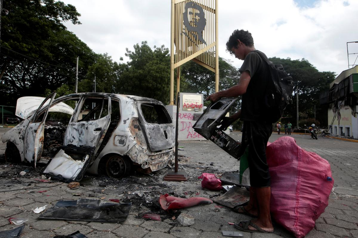 Eleven killed in Nicaragua protests, including attack on Mother's Day march | Reuters