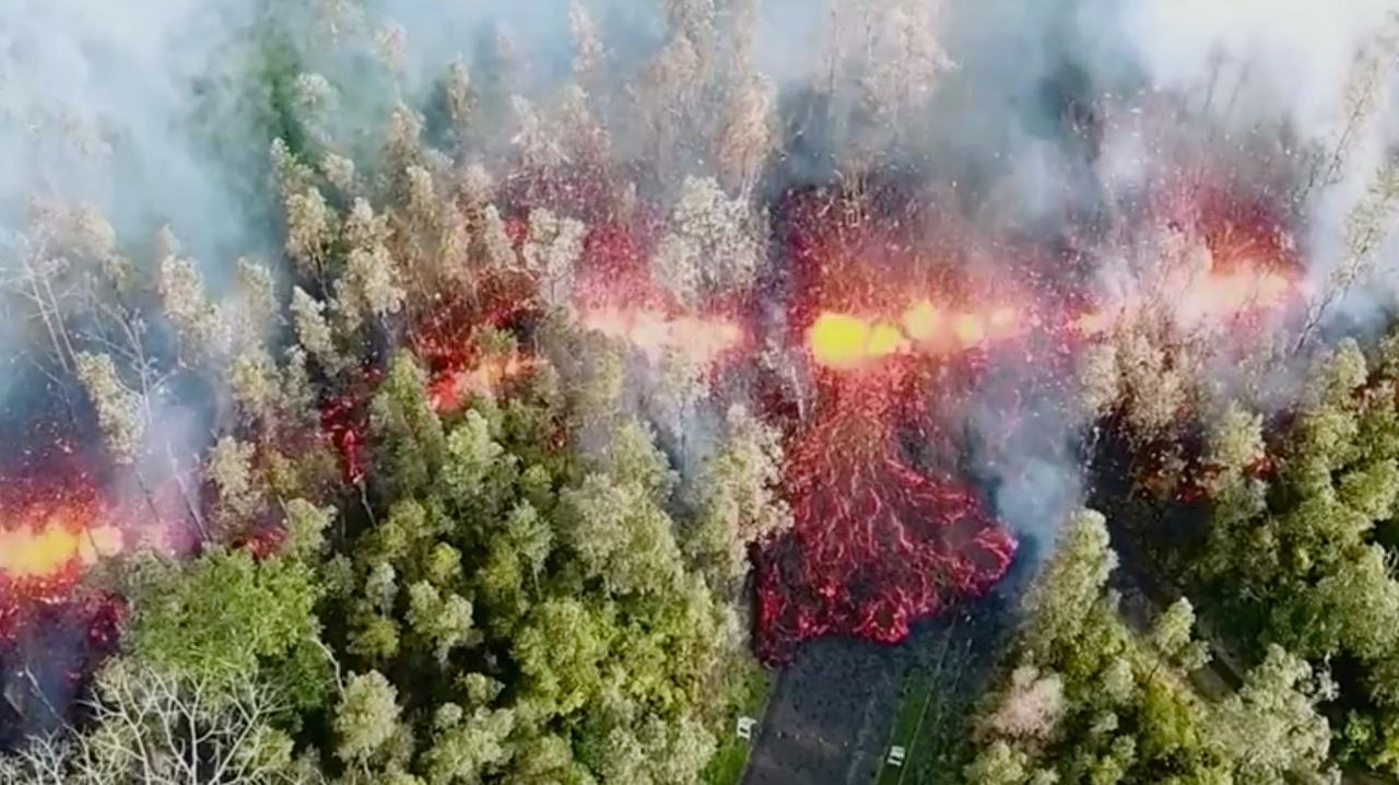 Image result for Hawaii evacuees leave homes as new lava threatens on Big Island