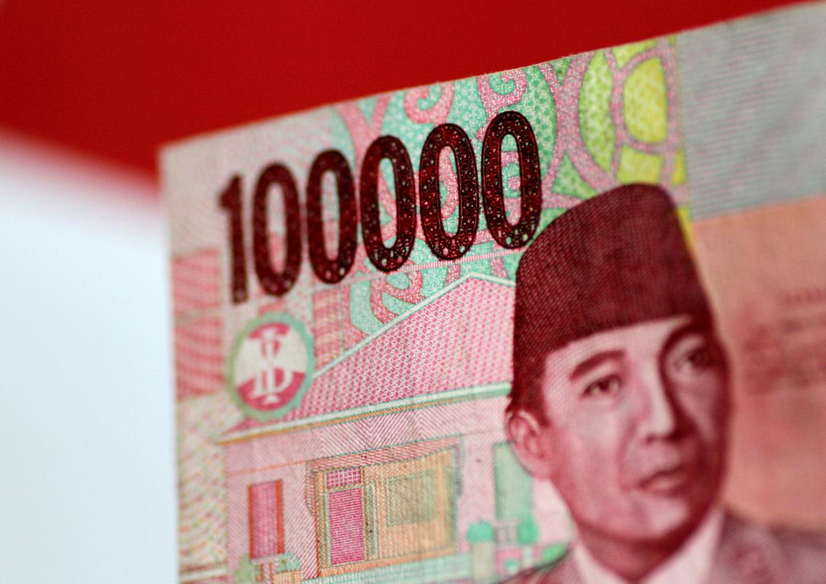 FILE PHOTO: An Indonesia Rupiah note is seen in this picture illustration June 2, 2017. REUTERS/Thomas White/Illustration/File Photo