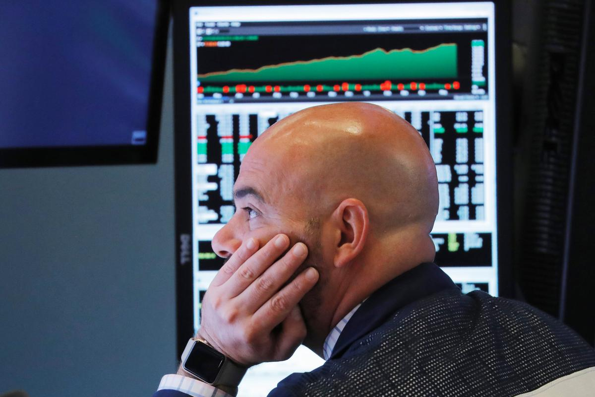 Wall Street lower, Dow gives up 2018 gains as trade war fears heighten