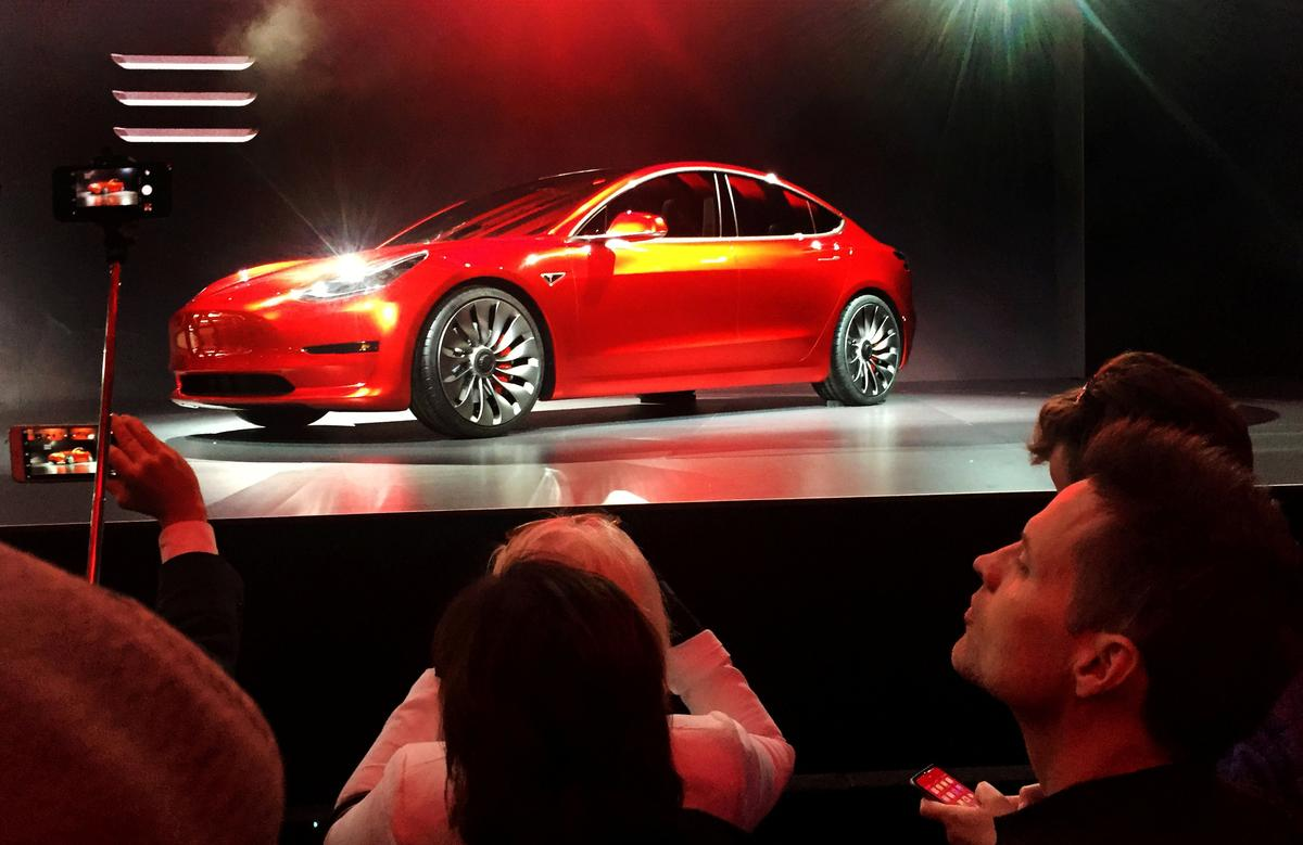 Tesla's All-nighter to Hit Production Goal Fails to Convince Wall Street