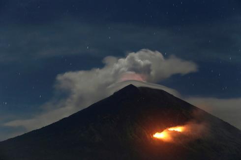 Bali volcano erupts